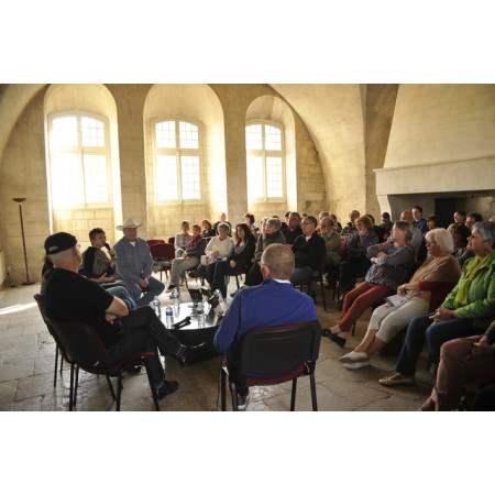 media/presse/photos/Table ronde 2 - Mairie de Villeneuve lez Avignon.jpg